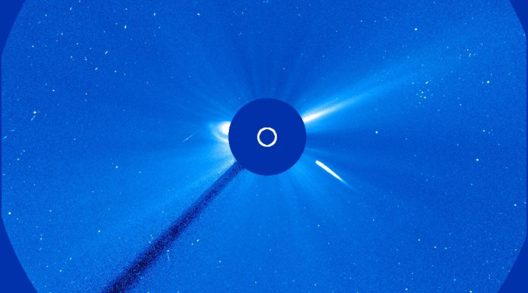 Image de la comète plongeant dans le Soleil.