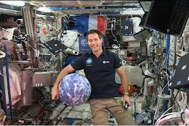 Photo de Thomas Pesquet dans l'ISS.
